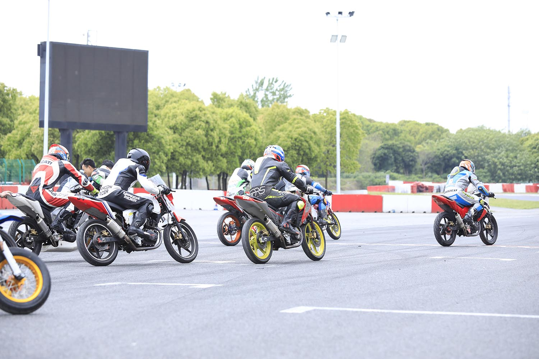 摩托车3小时耐力赛首战告捷!